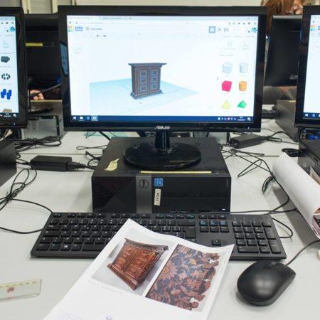 Creare un modello 3D di monumento con Tinkercad, Thingiverse e vettoriale